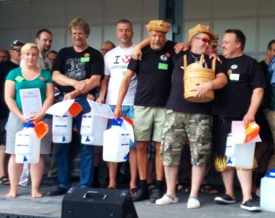SM-kisan finalistit vasemmalta oikealle: Marja Kuusikko, Jouko Lavonius, Uuri Kärkkäinen, Kari Harju,  Jarkko Mäki ja Mika Välimäki